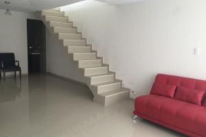 Casa con Uso de Suelo en Iztapalapa.